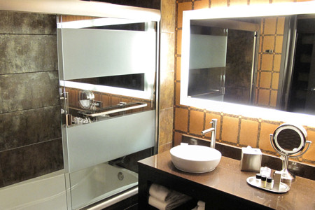 Gold Nugget, Rush Tower Guest Room Bath