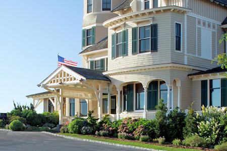 Entrance at the Castle Hill Inn.