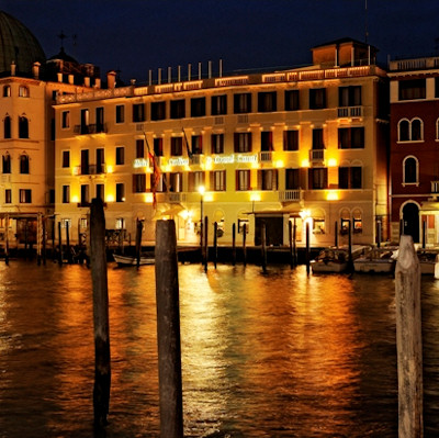 Night photo of Hotel Carlton on the Grand Canal Venice