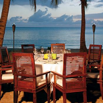 Coconut Grove beach front restaurant right at the sand.