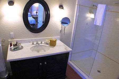 Colony Palms Hotel bath