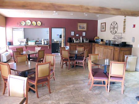 Breakfast area at the Sedona Reãl Inn & Suites.