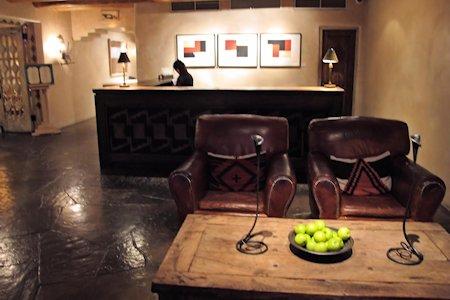 Anasazi Inn hotel lobby and front desk