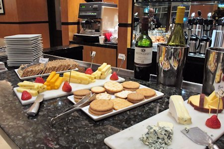 Hotel Giraffe offers guests wine & cheese in the evening.