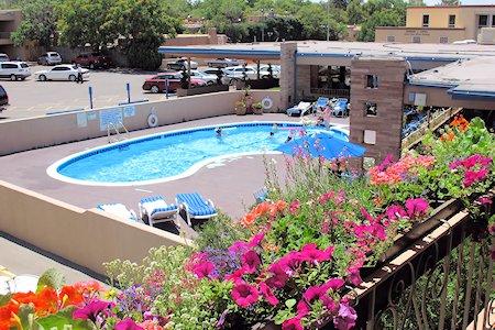Garrett's Desert Inn pool area