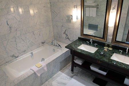 Bathroom in 1 bedroom suite at Shangri-La Hotel Toronto