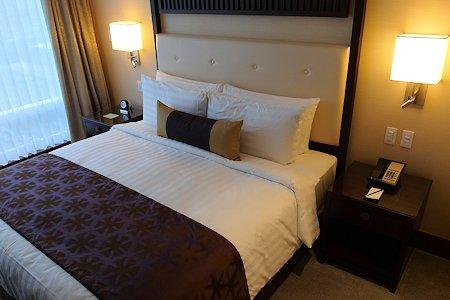 Bedroom of a 1 bedroom suite at Shangri-La Hotel Toronto