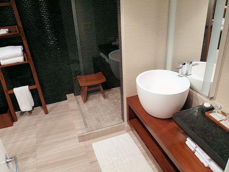 Bathroom in a standard room at Nobu Hotel Las Vegas