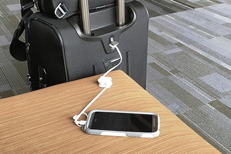 Using the USB power bank port on Travelpro Crew 11.